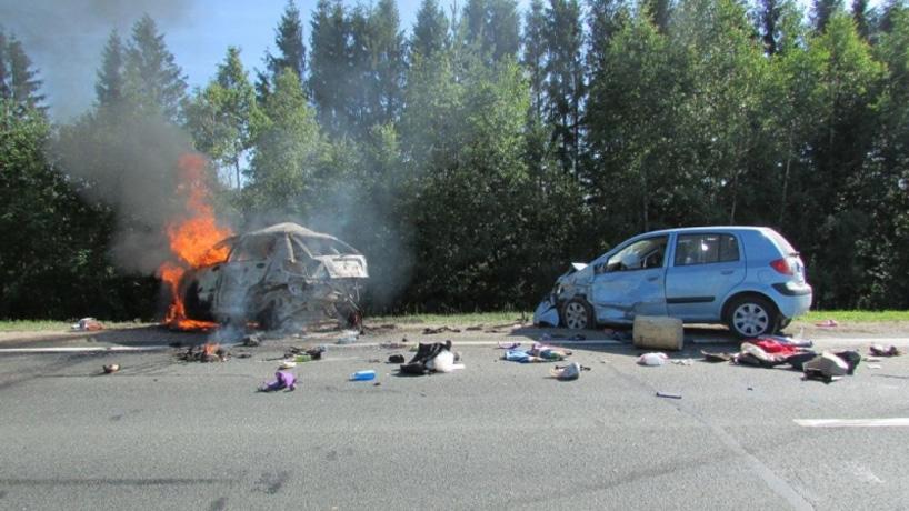 Две легковушки столкнулись на трассе Вологда – Новая Ладога: погиб человек