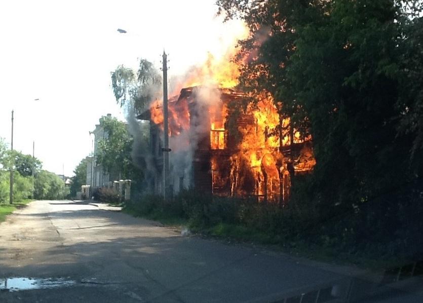В Вологде горит еще один памятник архитектуры - Дом со штурвалами