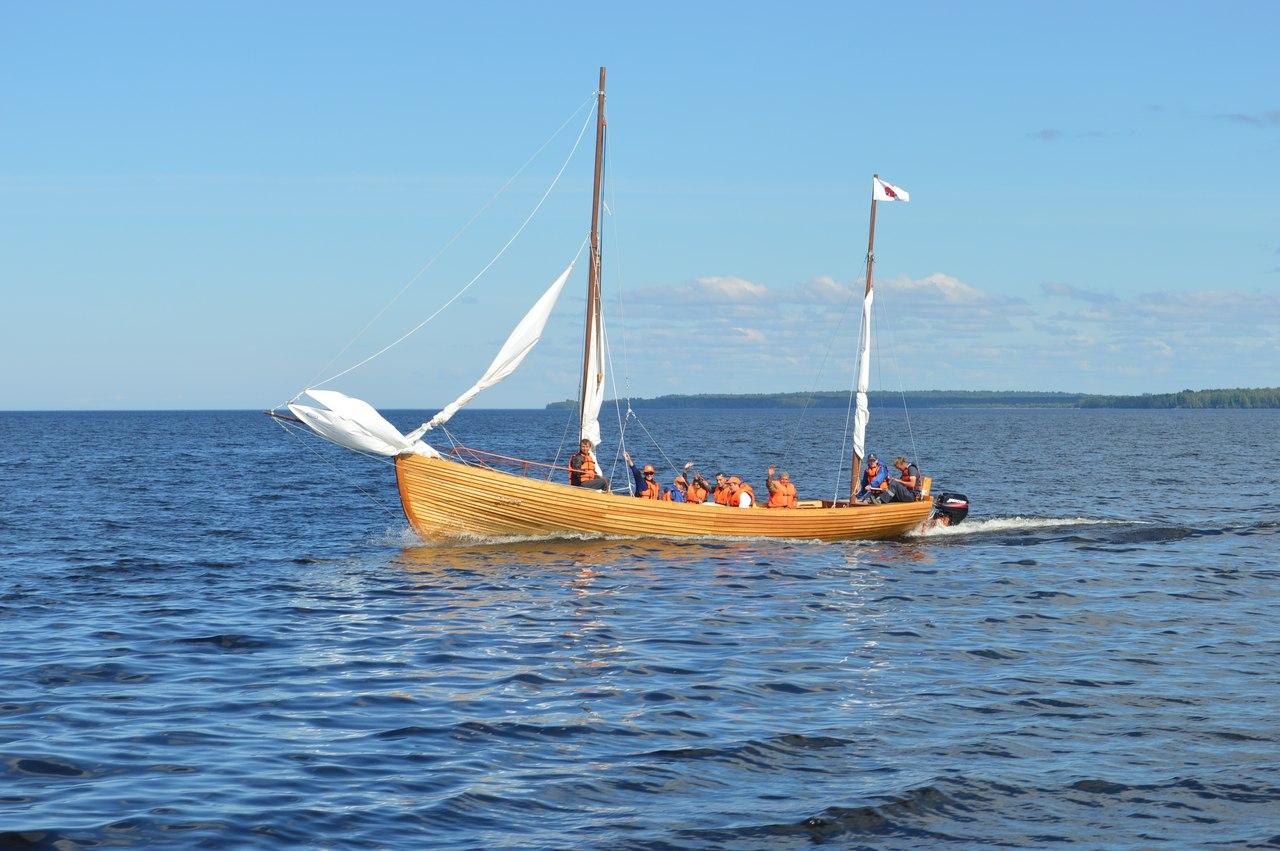 Вологодские школьники отправились в экспедицию на самодельном судне