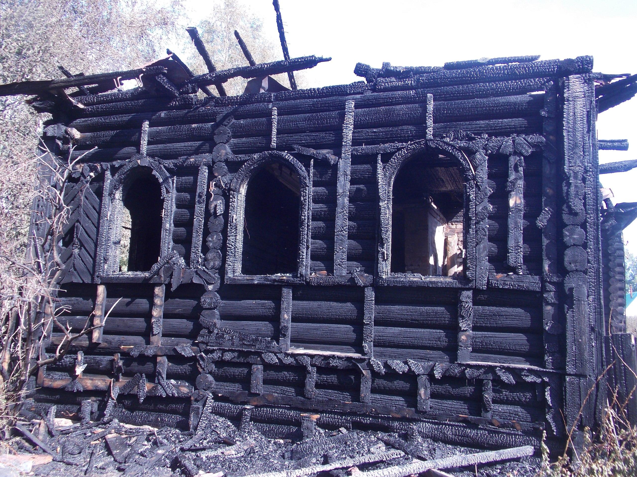 В Устюжне сгорел памятник деревянного зодчества