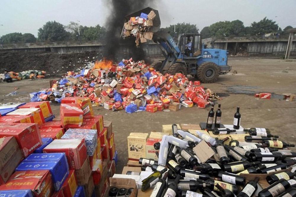В Вологде утилизируют 2,5 тонны алкоголя