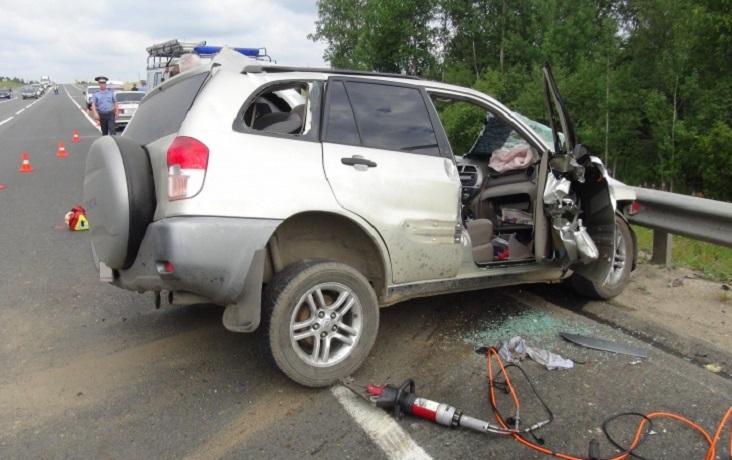 В Вологодском районе при столкновении Тойоты и грузовика погиб мужчина