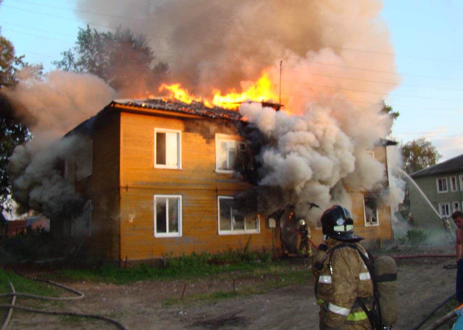 Три человека погибли на пожаре в Вологде