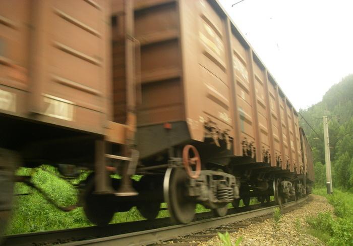 Женщина погибла под товарным поездом в Череповце