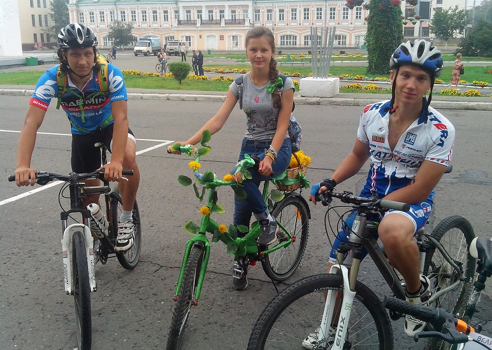 Дарт Вейдер, Красная шапочка и другие персонажи проехали на велосипедах по улицам Вологды