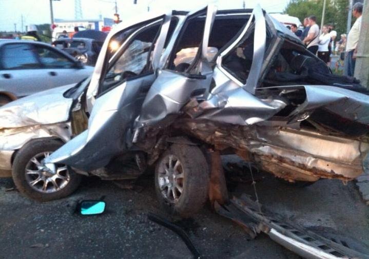 В Череповце столкнулись три автомобиля