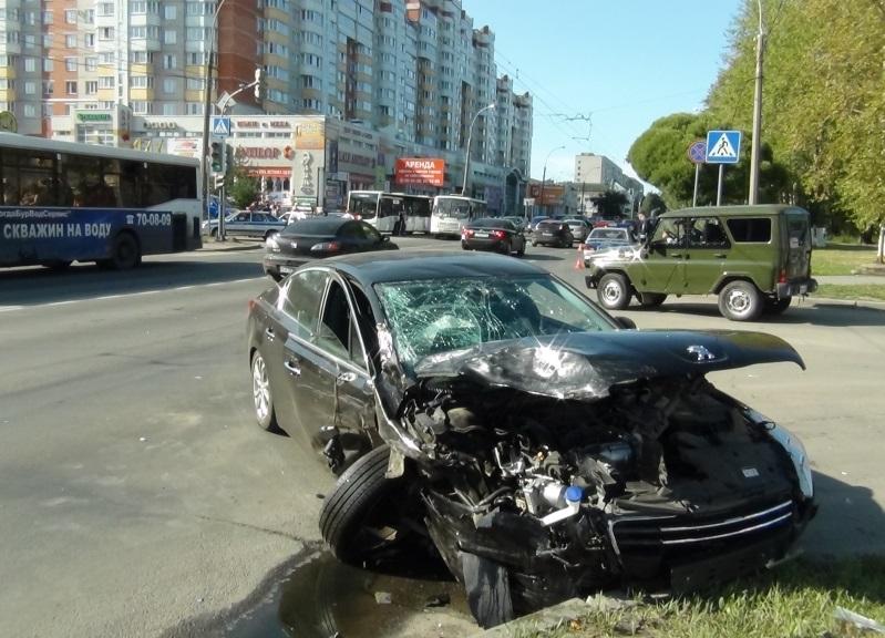 В Вологде столкнулись две иномарки, есть пострадавшие