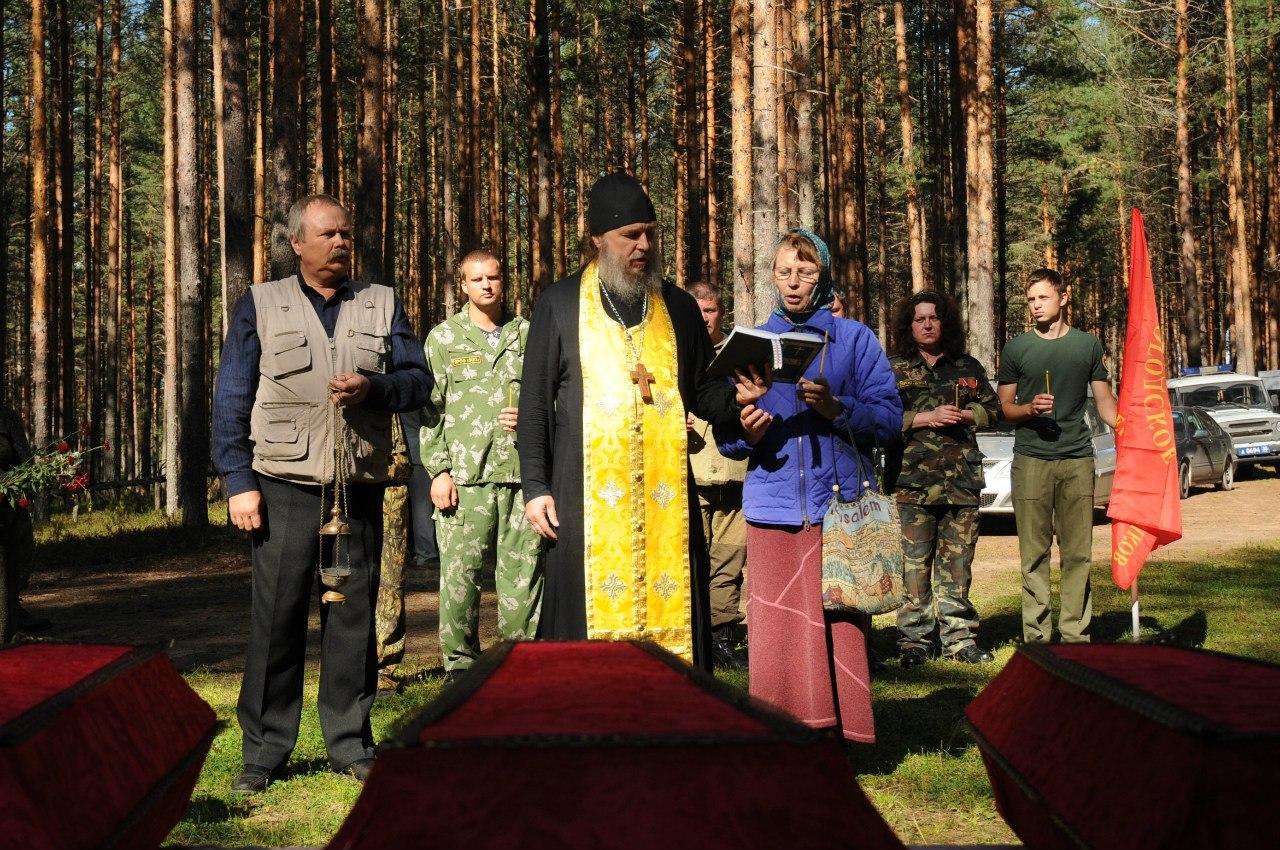 Церемония перезахоронения жертв немецко-фашистской бомбардировки прошла в Ленинградской области