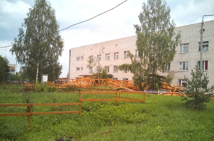 Ветер унес крышу со здания больницы в Вологодской области