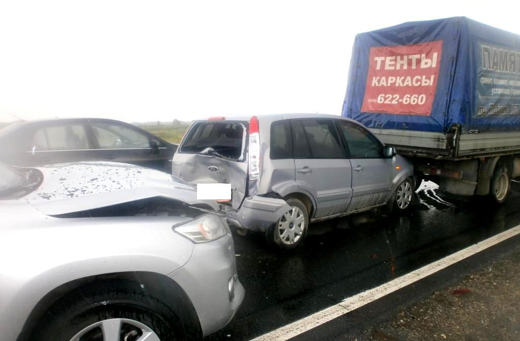 """4 автомобиля столкнулись на трассе """"Вологда - Новая Ладога"""""""