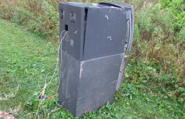В Вологодской области мигранты украли из магазина банкомат с миллионом рублей