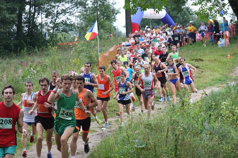 Житель Вологодской области стал победителем гатчинского марафона «Длинные аллеи»
