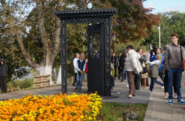 На берегу реки Вологды открыли «Дверь в…»