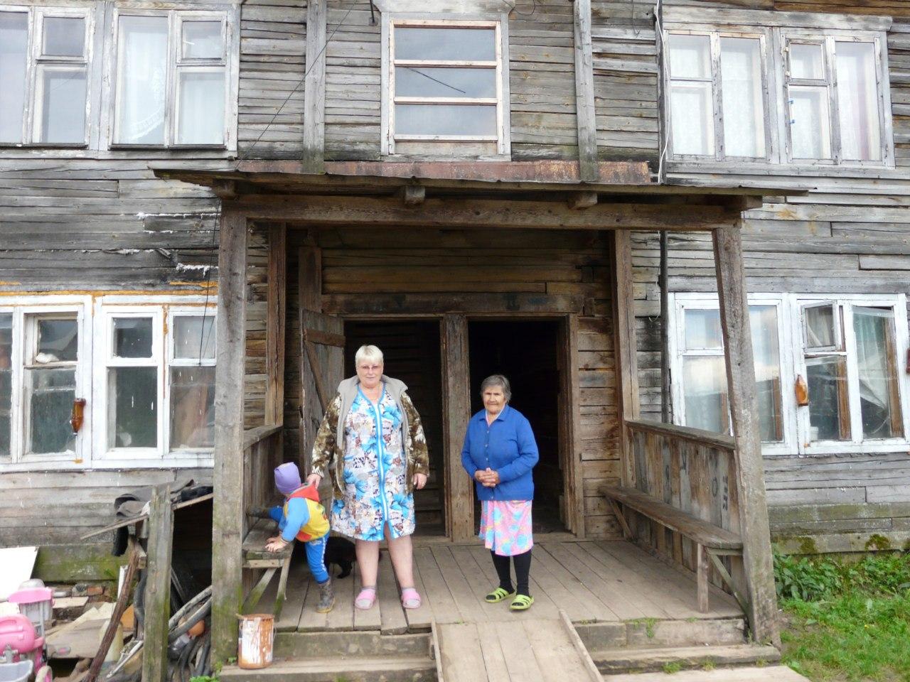 В Вологодской области инвалид без ног и еще несколько семей живут в аварийном доме из-за бюрократии