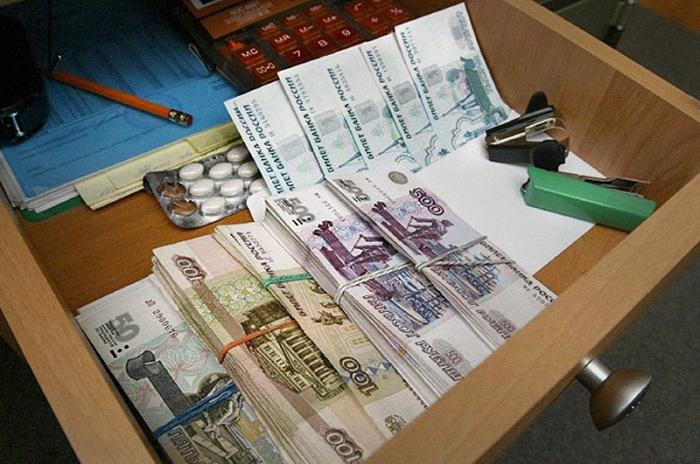 У пенсионеров в Вологодской области мошенница украла из комода 100 тысяч рублей