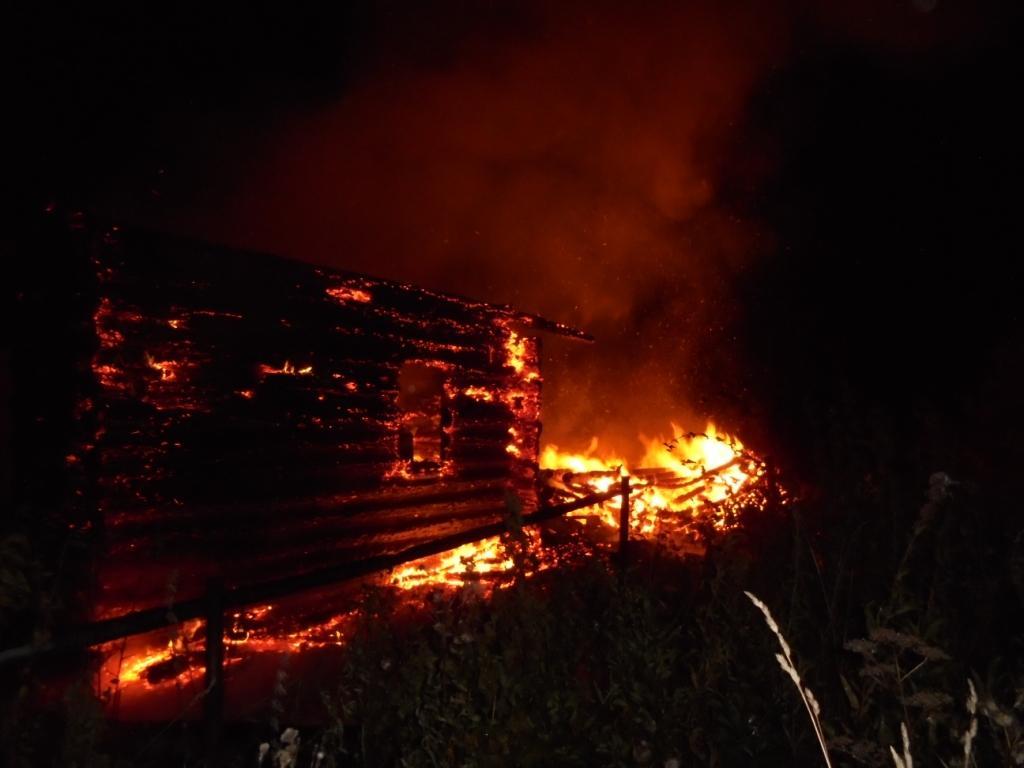 В Череповецком районе сгорел заброшенный дом