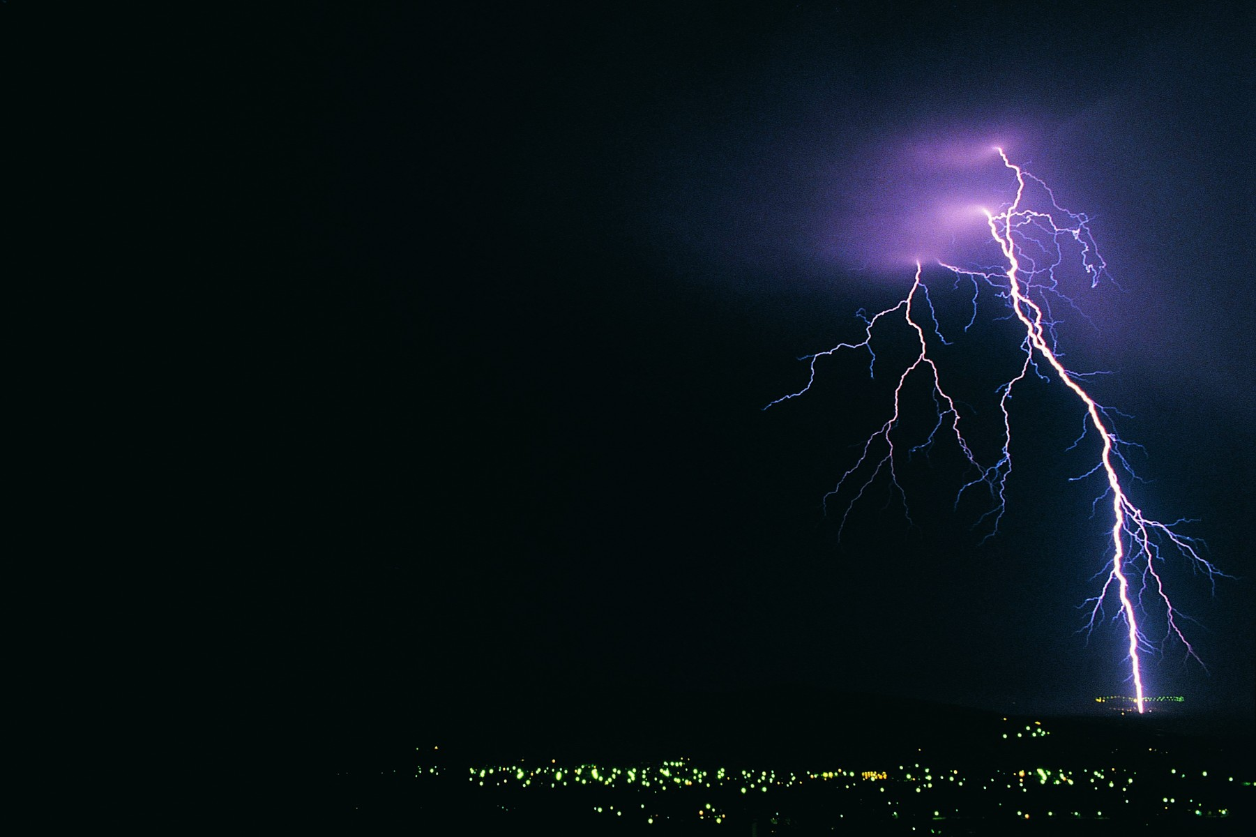 Череповчанин погиб от удара молнии