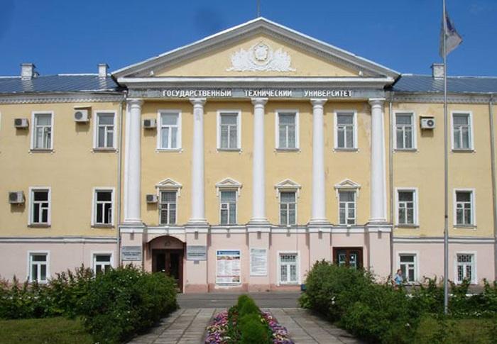 В Вологде будут судить преподавателя вуза: он на три дня запер студента в аудитории, оставив ему пирожок и воду
