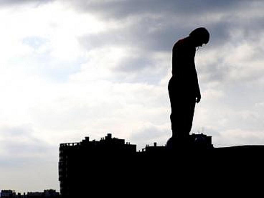 В Вологде школьник хотел спрыгнуть с крыши многоэтажки из-за неразделённой любви