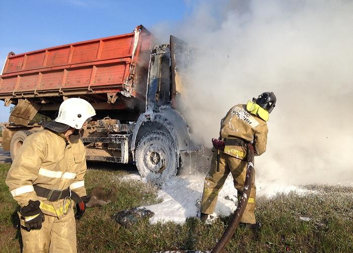 На трассе «Вологда-Новая Ладога» на ходу загорелся КамАЗ
