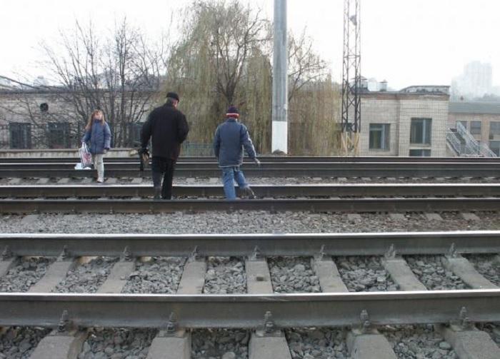 В Вологодской области мужчина бросился под поезд