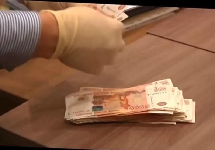 В Череповце бывшего следователя приговорили к 7 годам колонии строгого режима за взятку