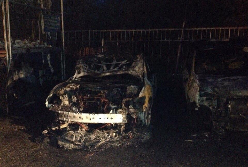 На автостоянке в Череповце сгорели две иномарки