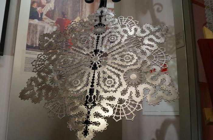Металлическая снежинка появилась в вологодском Музее кружева