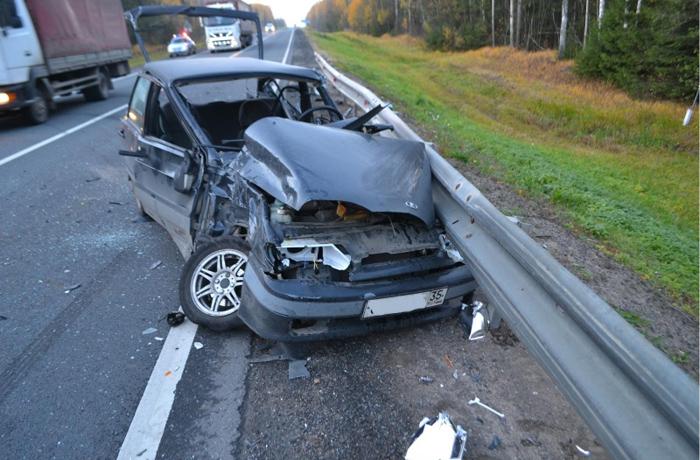 Два человека пострадали в ДТП из трех машин на трассе Москва - Архангельск