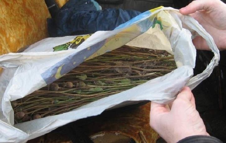 Мужчину с пакетом маковой соломки нашли без сознания в одном из подъездов Вологды