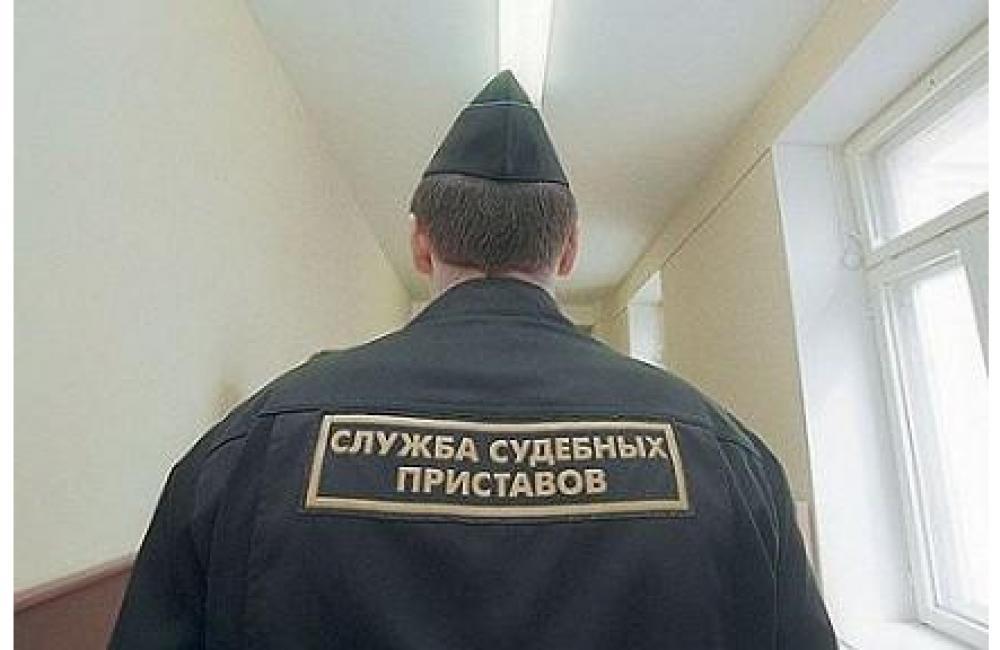 В Вологодской области приставы три дня караулили должницу у дома ее сожителя