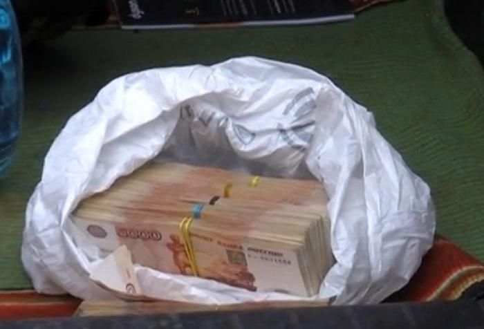 Бывшего замначальника ОБЭП из Череповца, арестованного за взятки, обвинили еще и в мошенничестве
