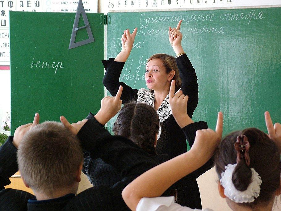 На зарплату работников дошкольного и общего образования в Вологодской области перечислят дополнительные деньги