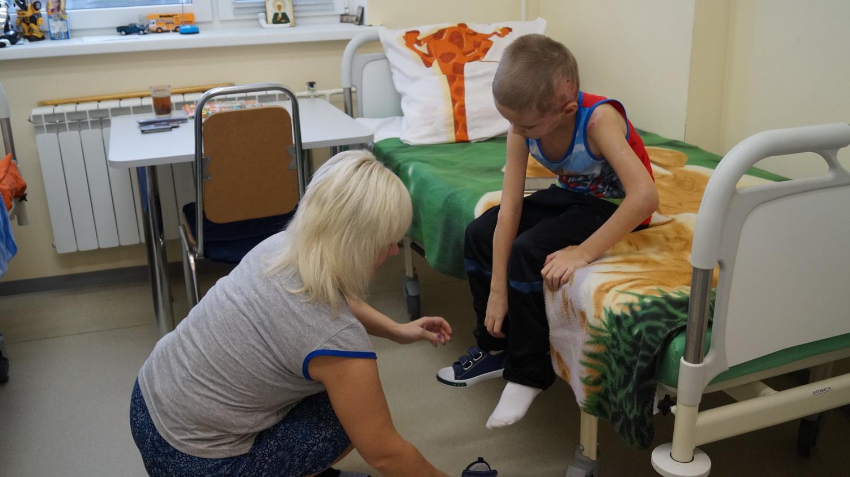Семилетний мальчик, пострадавший в аварии на Конева в Вологде, встал на ноги после пяти операций