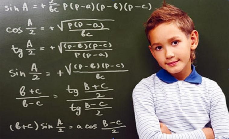 Глава Вологды почти в два раза увеличил стипендию для одаренных школьников