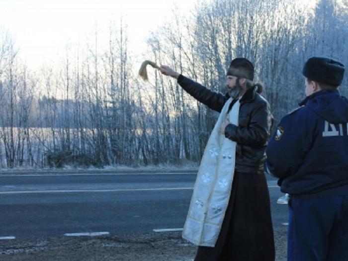 Борьба с ДТП: в Вологодской области освятили аварийные участки трассы Москва-Архангельск