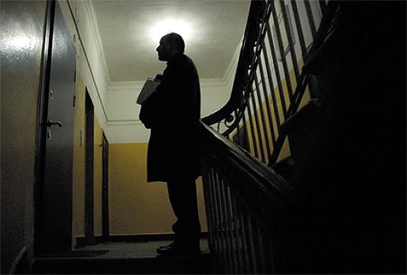 Коллекторам запретят звонить и отправлять должнику СМС по ночам