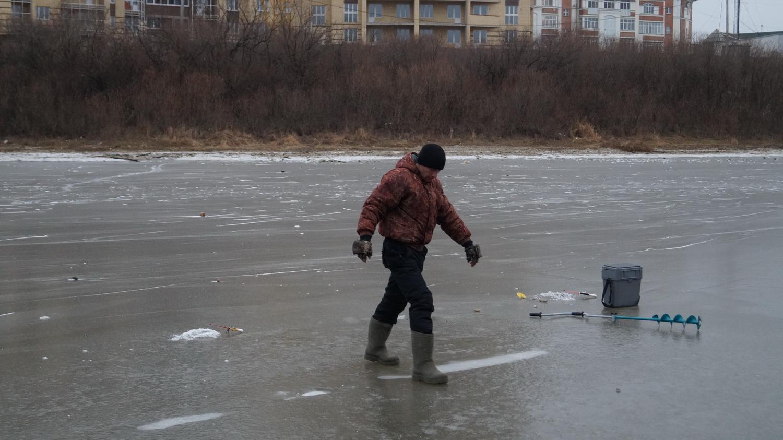 В Вологде начали штрафовать любителей зимней рыбалки