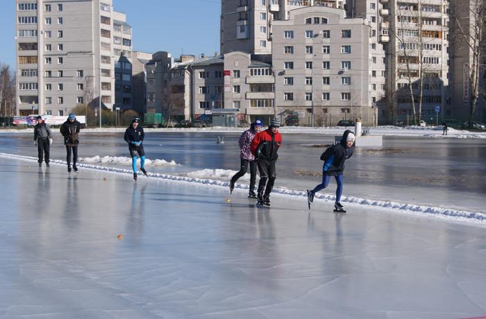В Вологде открылось 9 пунктов проката лыж и коньков