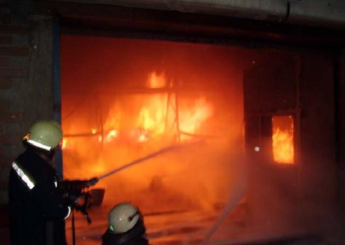 В Череповце нашли мужчину, который из-за ревности сжег автосервис и пять машин
