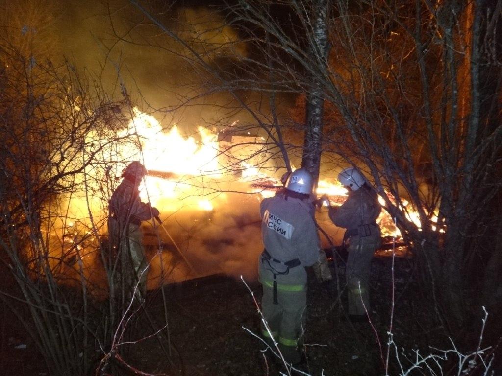 В Череповецком районе из-за удаленности деревни от пожарной части сгорел дом: хозяин погиб