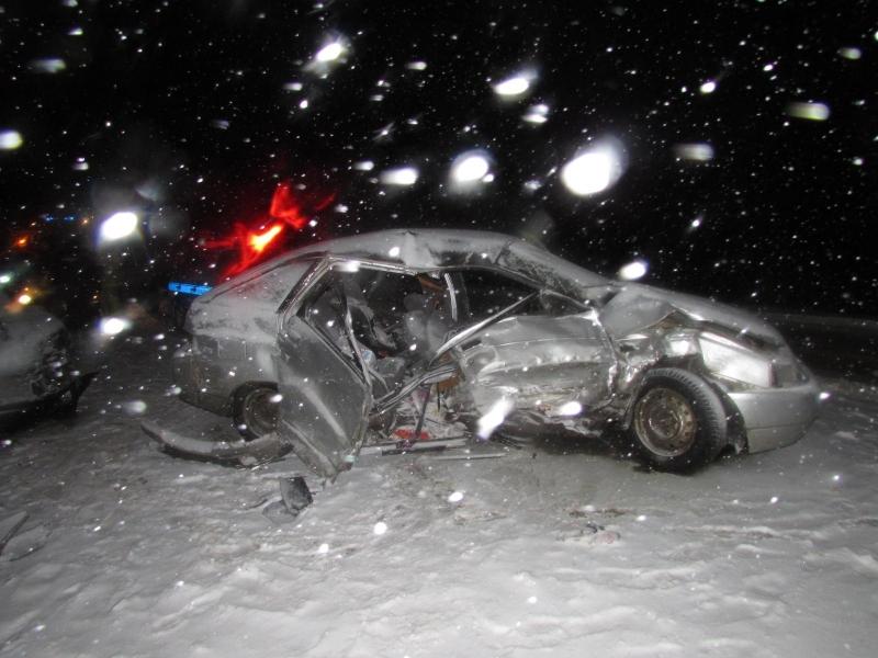 В Вологодской области ВАЗ пытался обогнать грузовик: погибла пассажирка