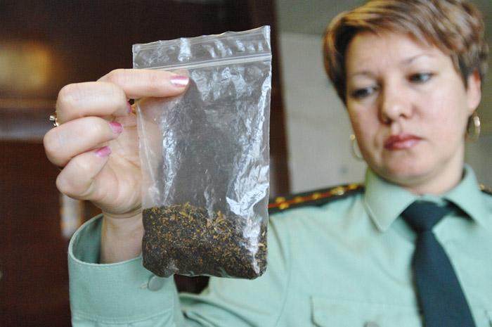 В Череповце задержали трех молодых людей со спайсами