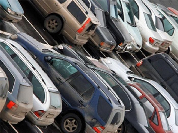 Череповчанка потеряла свою машину на парковке гипермаркета и заявила об угоне