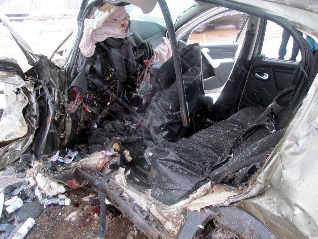 В Тотемском районе столкнулись три автомобиля: четверо погибли