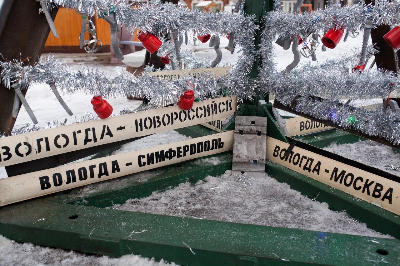 В Вологде двухтонную ель из рельсов после новогодних праздников сдадут в металлолом