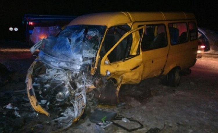 Три человека погибли и 11 пострадали в ДТП под Череповцом