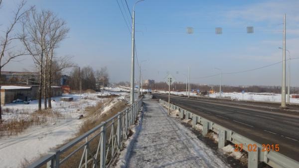 Тротуара нет: от остановки и до моста