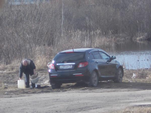 Автовладельцы мкр Прилуки, прекратите загрязнять пруд!