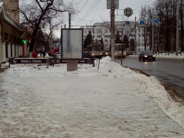 Рекламный щит на ул. Мира, перекрывающий обзор на остановке «Стадион Динамо»